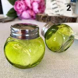 2 salières ou poivrières vertes couvercle coeur