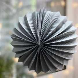 Boule décorative accordéon grise 20 cm.