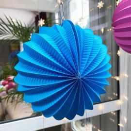 Boule décorative accordéon turquoise 20cm.