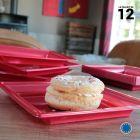 Assiette carrée style rouge cerise. Recyclable. Par 12