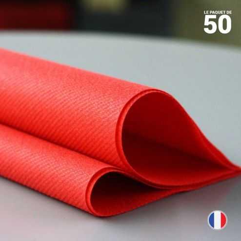 Serviette en non-tissé rouge. 40 x 40 cm.