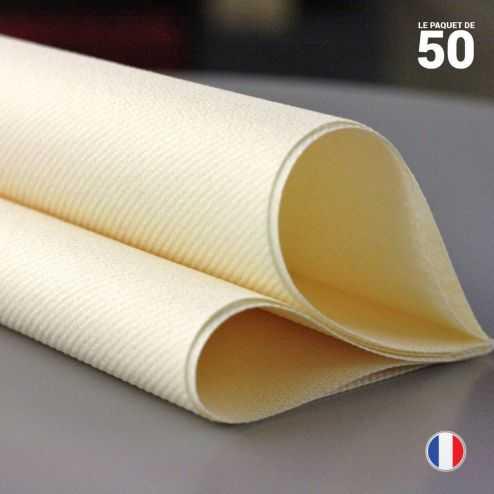 Serviette en non-tissé ivoire. 40 cm x 40 cm.