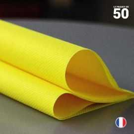 Serviette en non-tissé jaune citron. 40 cm x 40 cm.