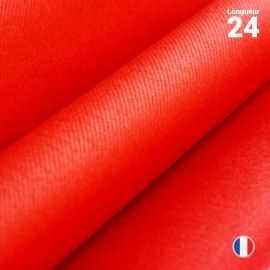 Chemin de table en non-tissé rouge. 24 mètres.