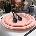 300 Assiettes ronde 23 cm. Fibre biodégradable. Orange macaron.