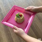 Pack 48 assiettes carrées style fuschia.