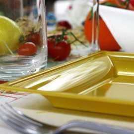 Assiettes en plastique carrées style or mat