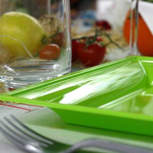 Assiettes en plastique carrées style vert anis