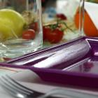Assiettes en plastique carrées style prune