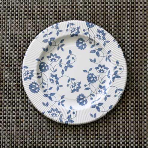 Assiettes carton compostables décor fleurs bleues 20 cm