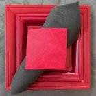 Assiettes en plastique carrées style rouge cerise