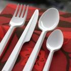 Fourchette en plastique blanc