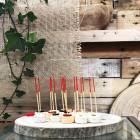 Pic en bambou naturel rouge 9 cm