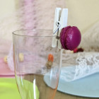 Marque-verre Pince-nappe macaron fuchsia. Par 4