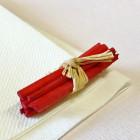Mini-fagot bois rouge décoration 5 cm. Par 4