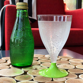 Verre à pied vert anis 20 cl. Recyclable réutilisable. Par 10